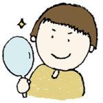 無料イラスト・手書き・可愛い・フリー素材・男の子・手鏡を見る・子ども・モノクロ・ナルシスト・キメ顔